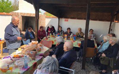 Бургаски пенсионерски клуб на посещение в Дома за стари хора в гр. Камено