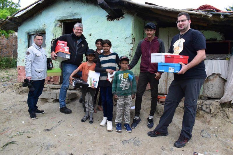 Рали клуб зарадва български деца с обувки