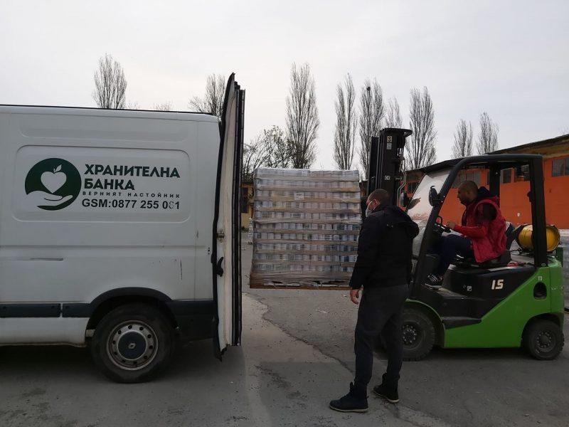 """Хранителна банка """"Верният настойник"""" получи голямо дарение от Аква Нова -Пак ЕООД"""