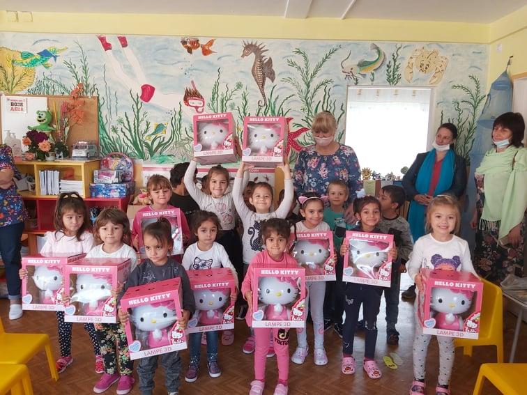 И детската градина в село Дебелт получи играчки за децата