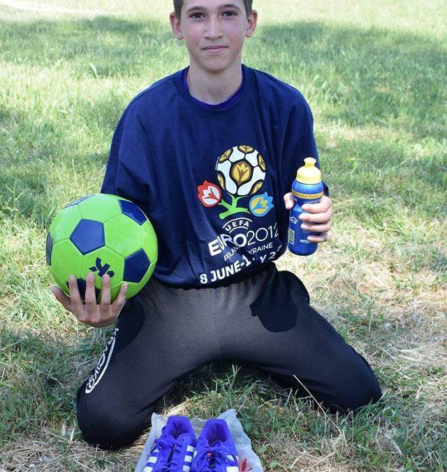 Зарадвай с топки, маратонки и спортни екипи децата от бургаските села
