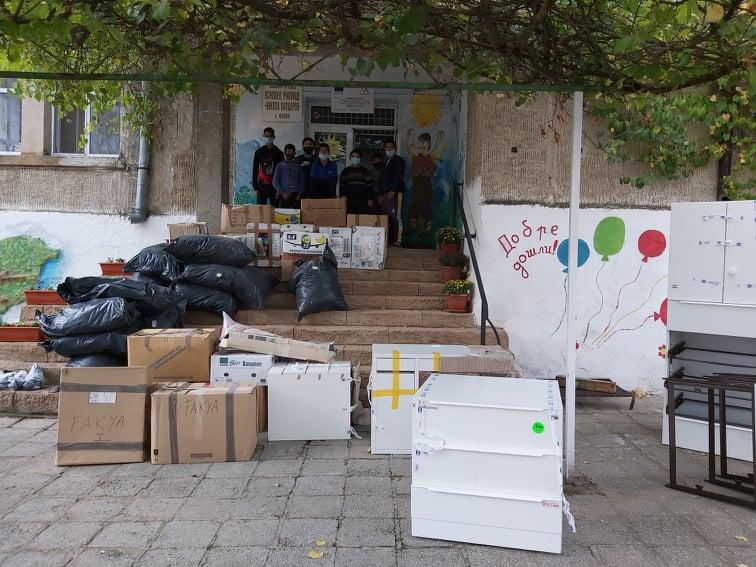 Оборудване на медицински кабинет и много радост за децата от село Факия